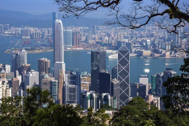 Working in Hong Kong – There are a limited number of specific jobs, industries and work opportunities that are open to English speaking expatriates wanting to work in Hong Kong