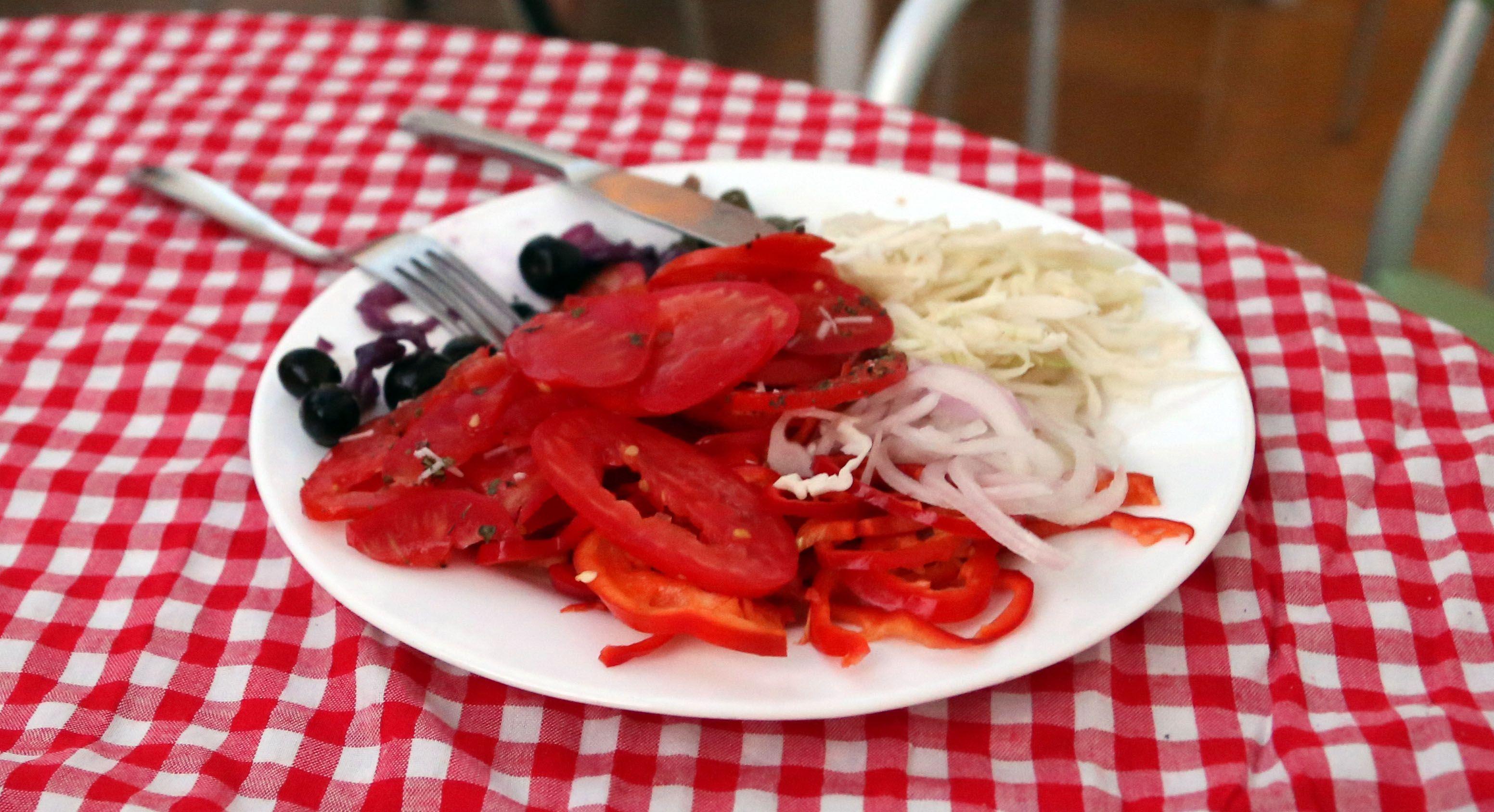 Tunesia buffet - Weight maintenance enemy # 1 Nice salat though | Marina Aagaard fitness blog