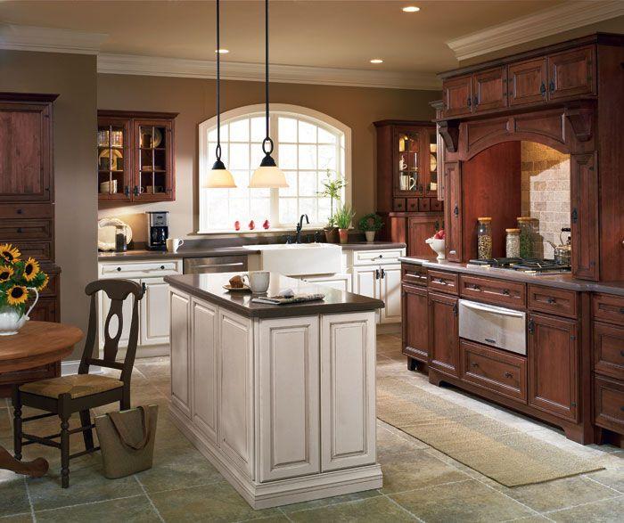 Two tone cabinets | Деревенская кухня, Традиционные кухни ...