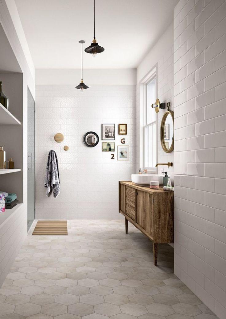 carrelage hexagonal de couleur beige pour salle de bain avec déco en