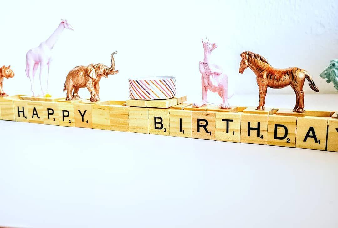 Tja Wie Soll Ich Es Nennen Geburtstagsleiste Happy Birthday Deko Egal Einfach Mal Scrabble Buchstaben Mit Holzleim Auf Eine Holz Novelty Sign Novelty Bird