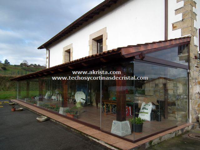 Cerramiento de porche de madera con cortinas de cristal - Cortinas de madera ...