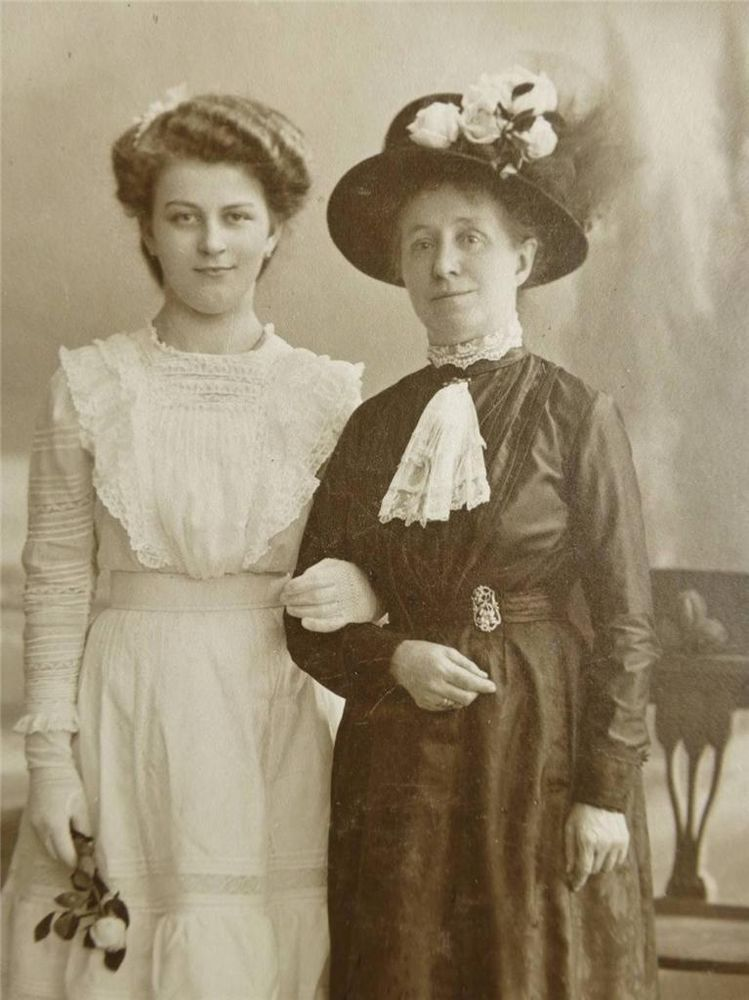 Antique CABINET CARD old Photo Stylish LADY w Pretty GIRL Arm in Arm c1900