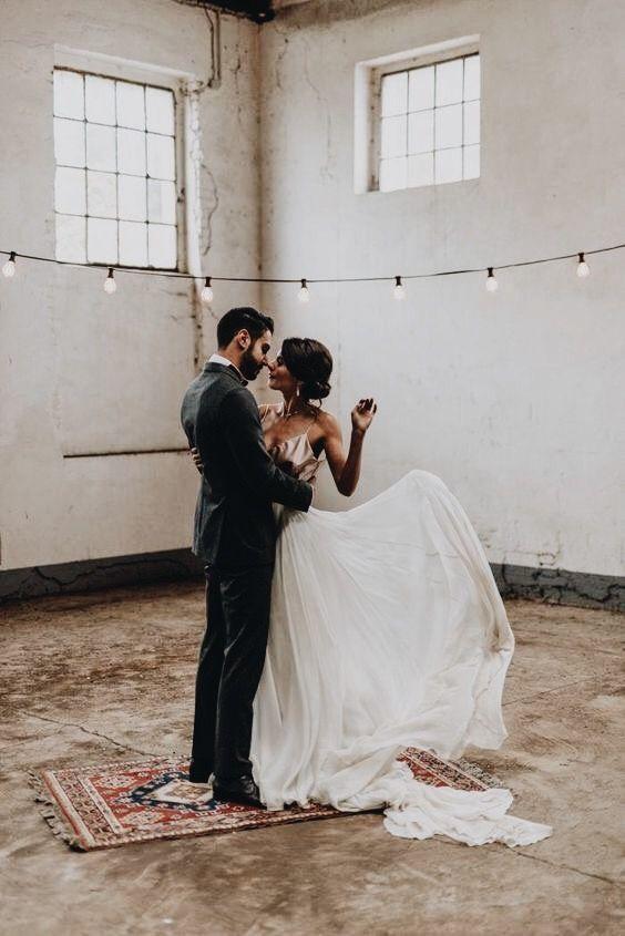 Auguri Di Matrimonio In Tedesco : Love this gorgeously minimal backdrop for a fall wedding