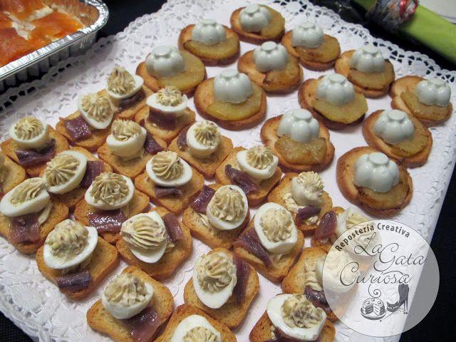 Canapes De Huevos De Codorniz Y Anchoas & Canapes De Panacota De Queso Azul Y Pera