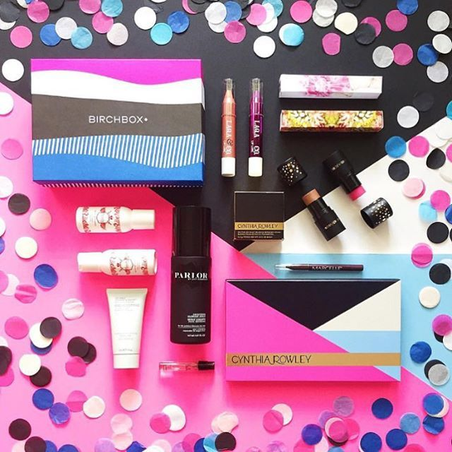 It's hard not to do a happy dance after seeing subscriber @luxeandthelady's shot of our exclusive Customer Favorites box going up on a Tuesday with some of our much-loved full-sized products ✨ Get this special box of samples on Birchbox.com for $15, plus shop all of the full-size favorites you see here on Birchbox.com and Birchbox.ca.