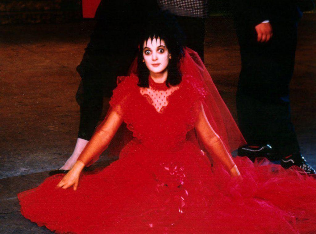 9 Winona Ryder Characters That Make Amazing Halloween Costumes Beetlejuice Wedding Lydia Beetlejuice Beetlejuice Movie