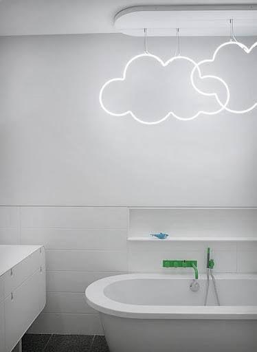 Yo no soy muy partidaria de poner luces justo encima de la bañera, pero esto me ha encantado ¿qué os parece?