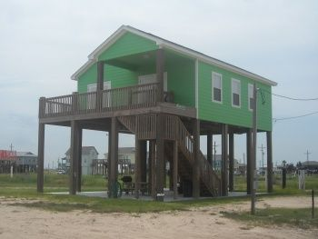 I Love These Little Houses On Stilts They Are So Cute House On Stilts Carriage House Apartments Beach House Design