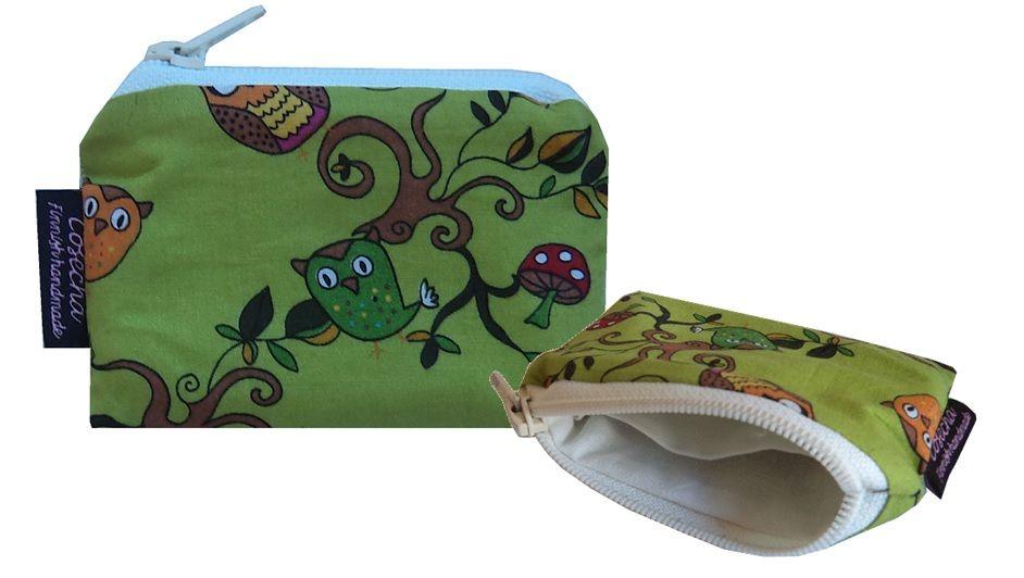 Mittatilaustyönä valmistettu vihreästä pöllöstä pieni kolikkokukkaro.  www.cosecha.fi