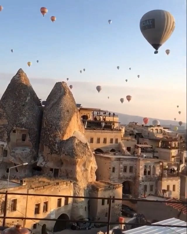 ‪Cappadocia cave living experience in modern-day luxury, The most picturesque of places! Book this experience at 10% discount at slay lifestyle #slaylifestyle #cappadocia #turkey #slay #slaylebrity #luxuryhotel #sultancavesuites #besthotelinturkey #travelblog #wheretostayinturkey #bucketlist‬