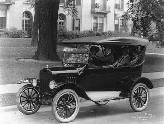 Source Photograph Ford Model T 1924 This Was One Of The First Car Models Invented It Was Invented By Henry Ford Studebaker Ford Models Model T