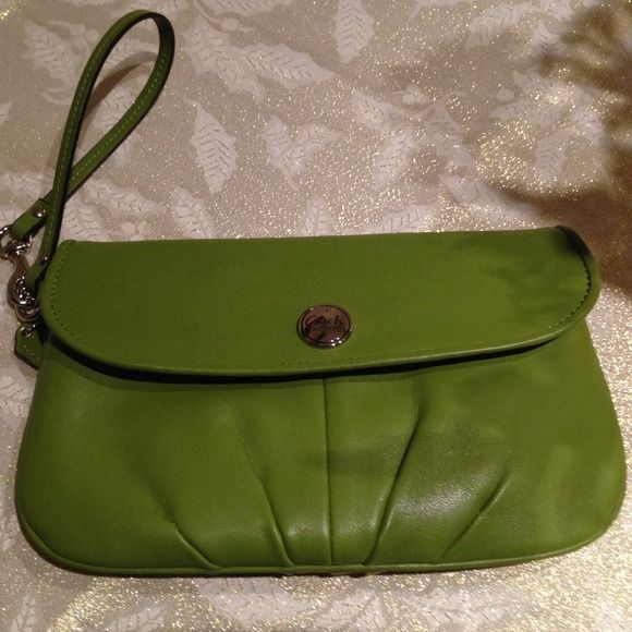 Auth Large COACH Leather Wristlet Perfect for spring!!Brand NEW!! Beautiful green leather color, perfect for spring. Outside zipper, snap close front and plenty room inside including credit card/id slots. Cute!!! Coach Bags Clutches & Wristlets