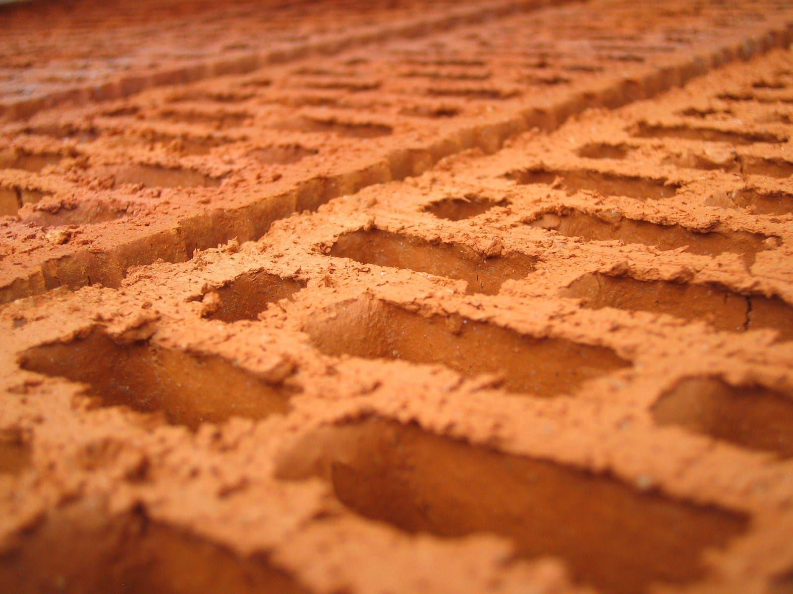 Cómo Aislar De La Humedad El Suelo Y Las Paredes De Un Semisótano Destinado A Vivienda Ladrillos Refractarios Baldosas De Cemento Como Pegar Ladrillos