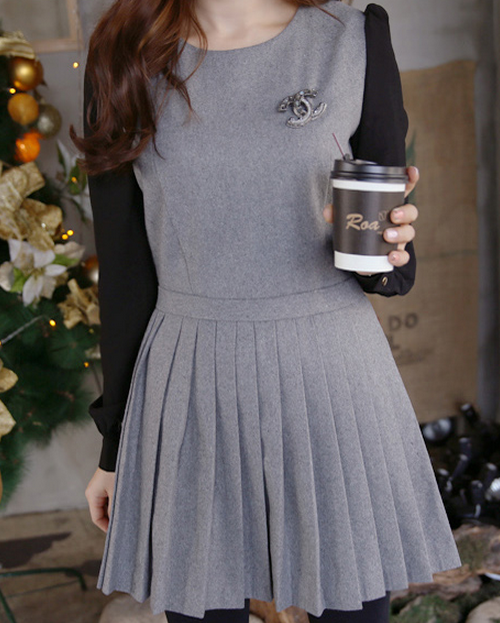 GRAY PLEATED DRESS WITH BLACK LONG-SLEEVES