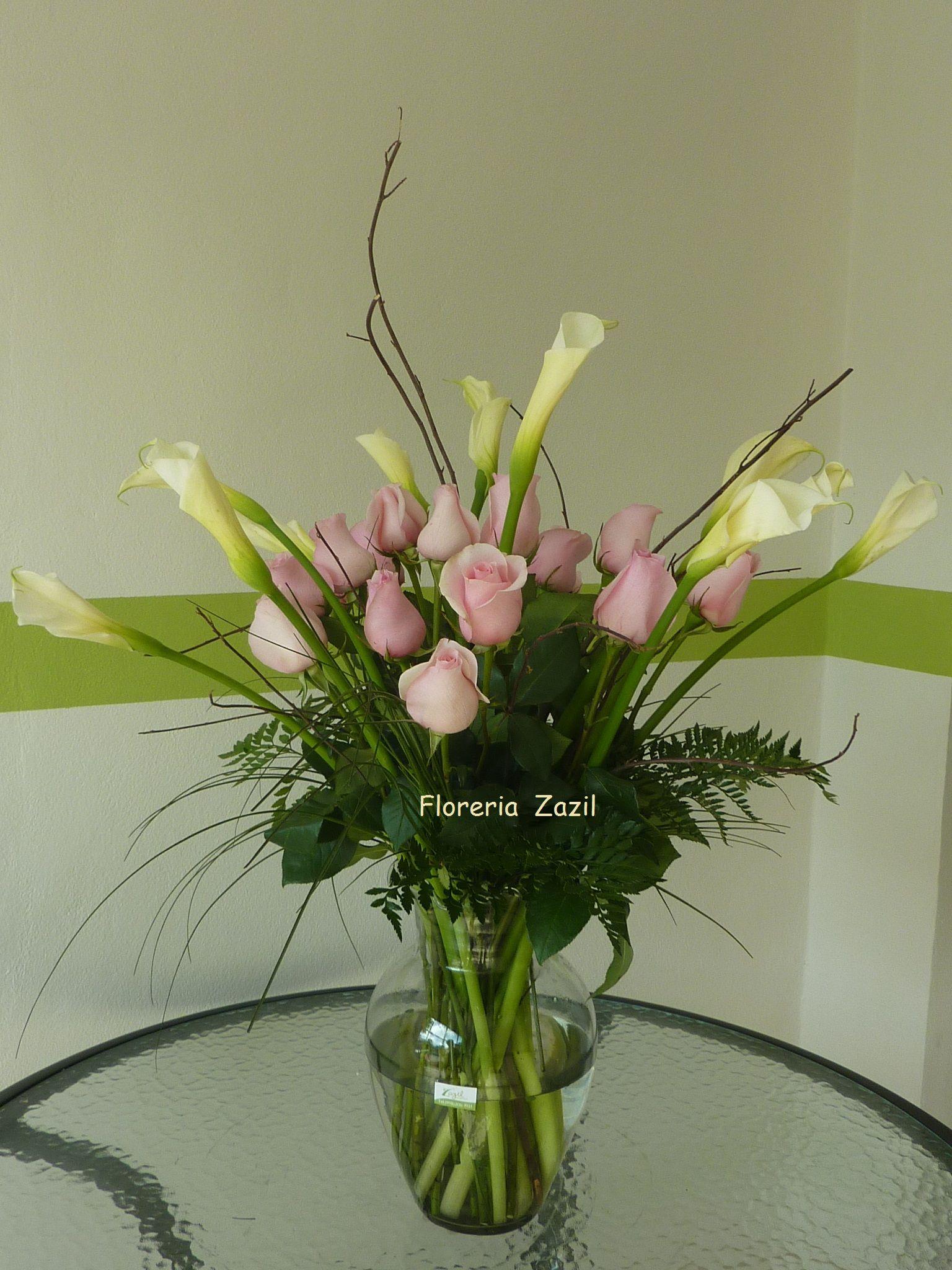 Roses & White calla lillies #floreriascancun #floresbodascancun #Diseñofloracancun