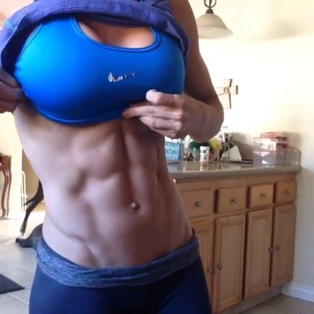 @ehfitness21 with an ab ✅ on selfie Sunday ! Follow her VLOG on YouTube. Happy Sunday everyone ! Good night !!  #FITSTAGRAMDIMES #fitfam #fitspo #fitgirls #fitness #girlswithabs #abs #celfie #selfie #gymrat #gym #girls #shreded #ripped #vline #abshot #flexzone #bikiniseaon  #bikini #hardbody #TONEUP #WomanCrushEveryday #WCE #SelfieSunday #Nike #JustDoIt #SundayFunday #EmilyHayden
