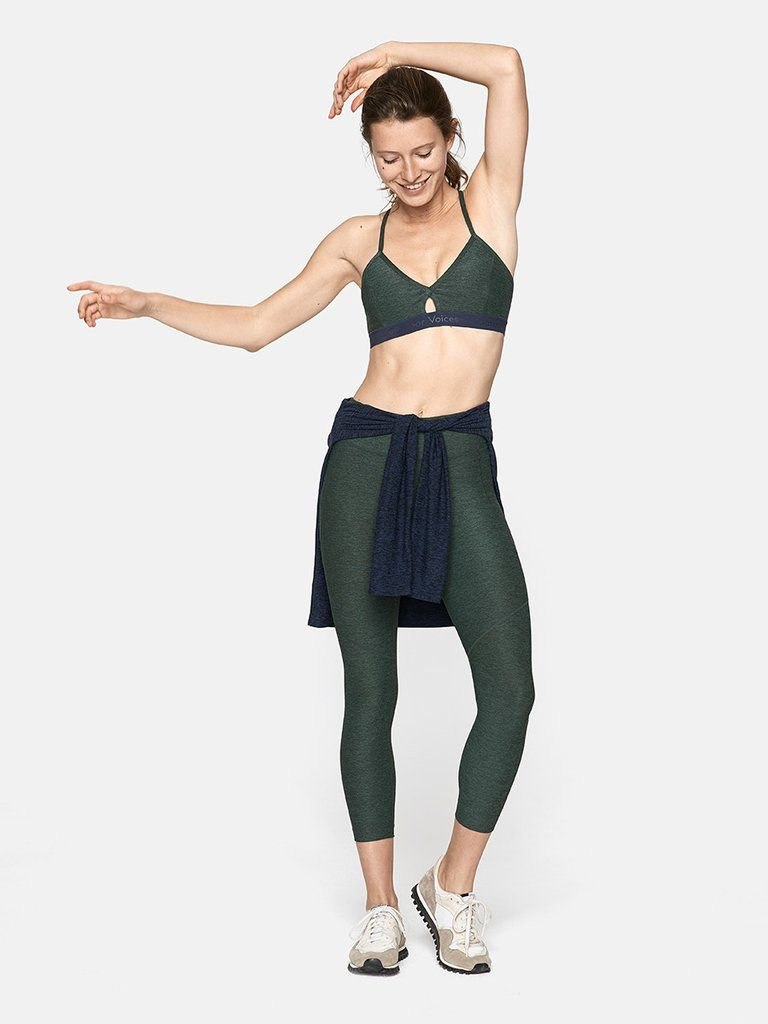 Midweight sports bra with racer back and keyhole cut-out. Cups included.