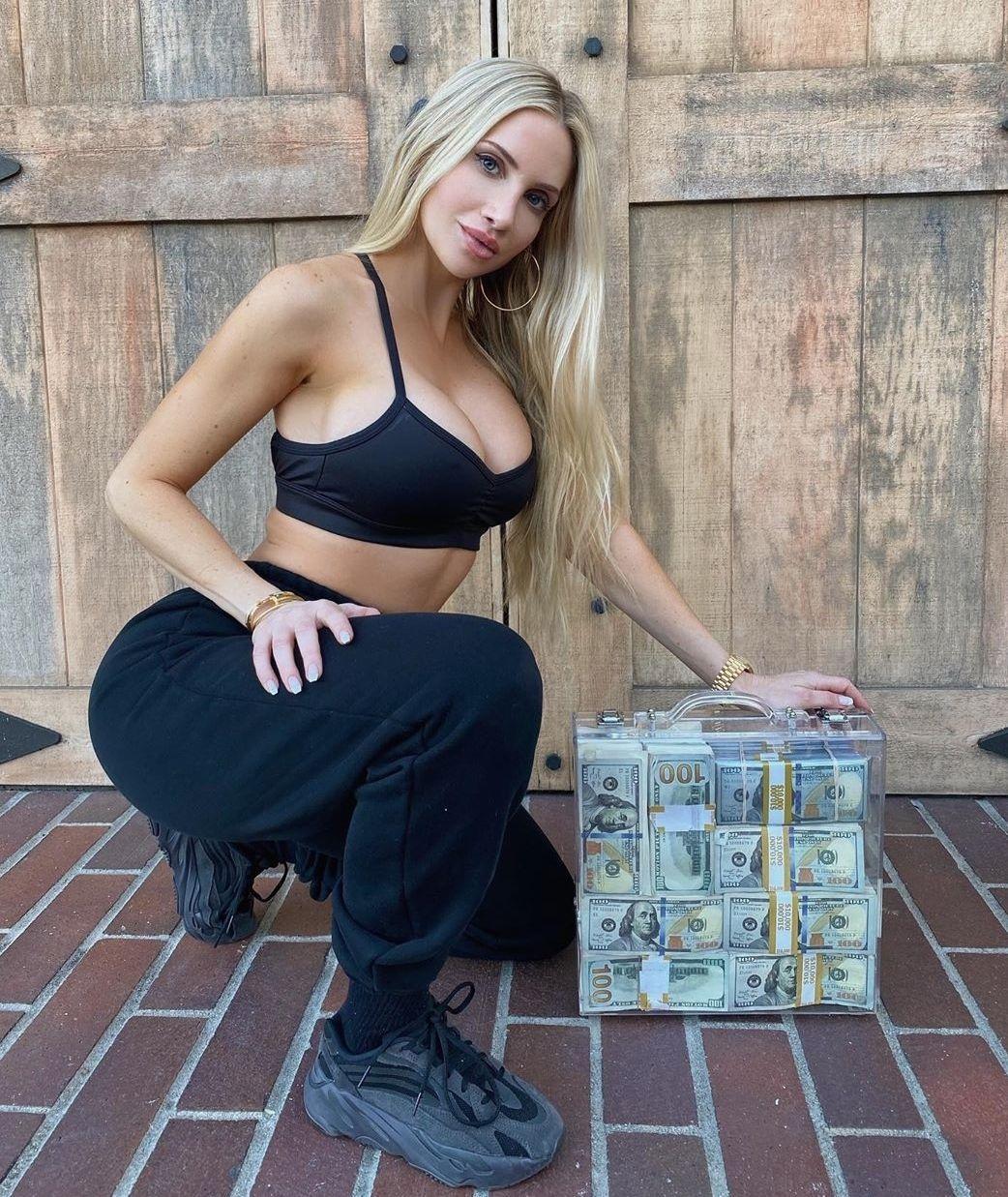 Priceless In 2020 Amanda Lee Amanda Amazing Women