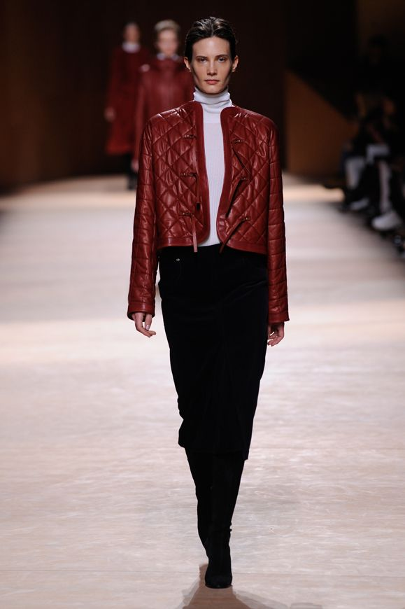Saddle pad inspired blouson in brick red water-repellent quilted calfskin, riding spirit skirt in blue-black fine cotton corduroy #hermes #hermesfemme #womenswear #fashion