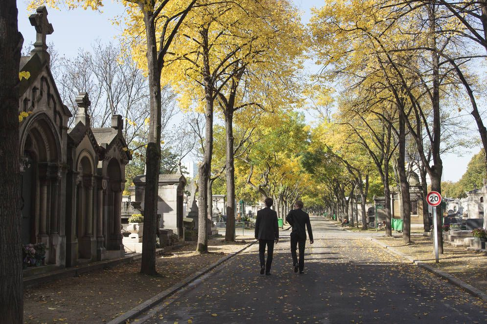 montparnasse cemetary paris pinterest cemetery abandoned and tower. Black Bedroom Furniture Sets. Home Design Ideas