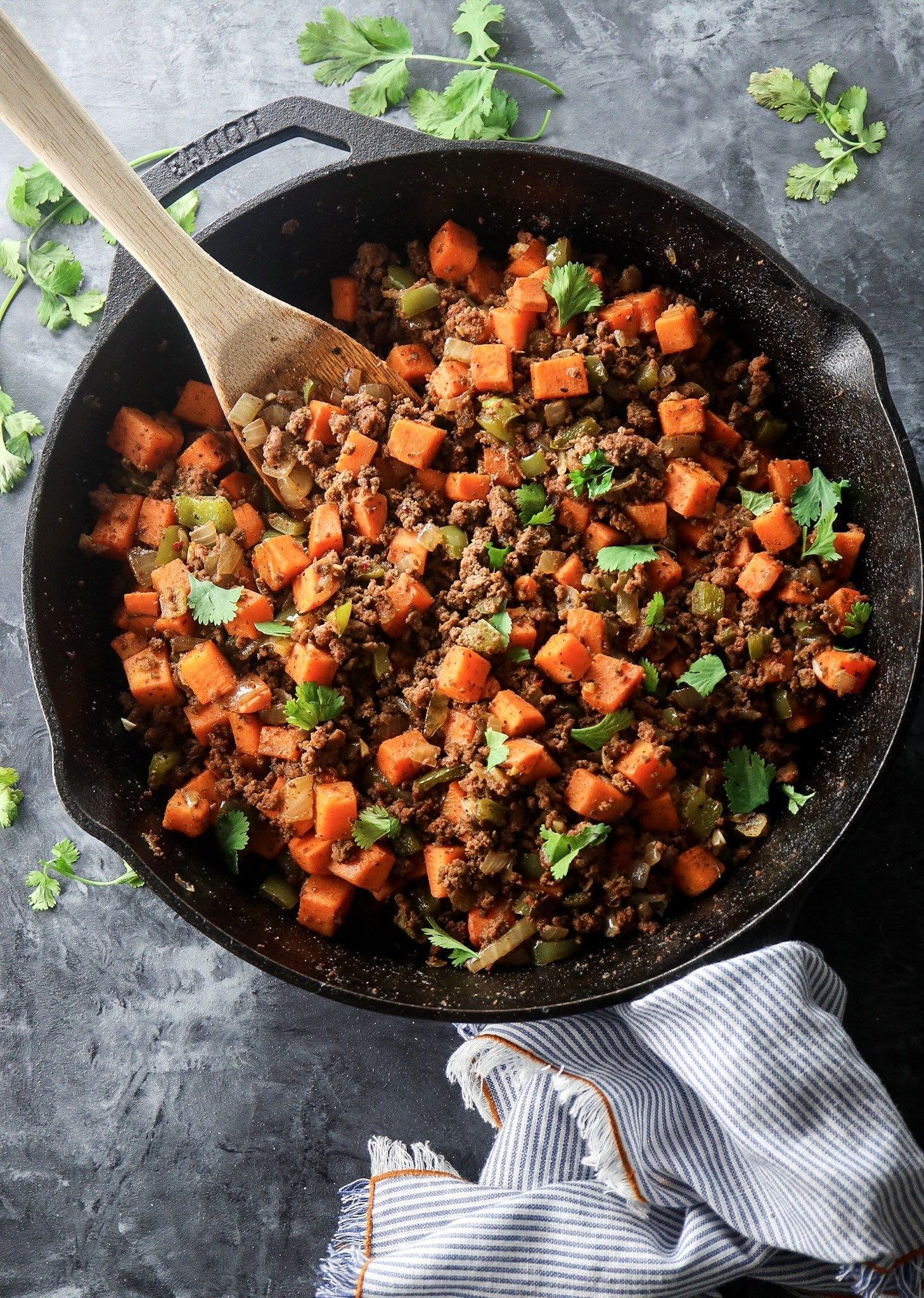 Ground Beef And Sweet Potato Hash Tipps In The Kitch Recipe Healthy Ground Beef Sweet Potato Hash Beef Recipes