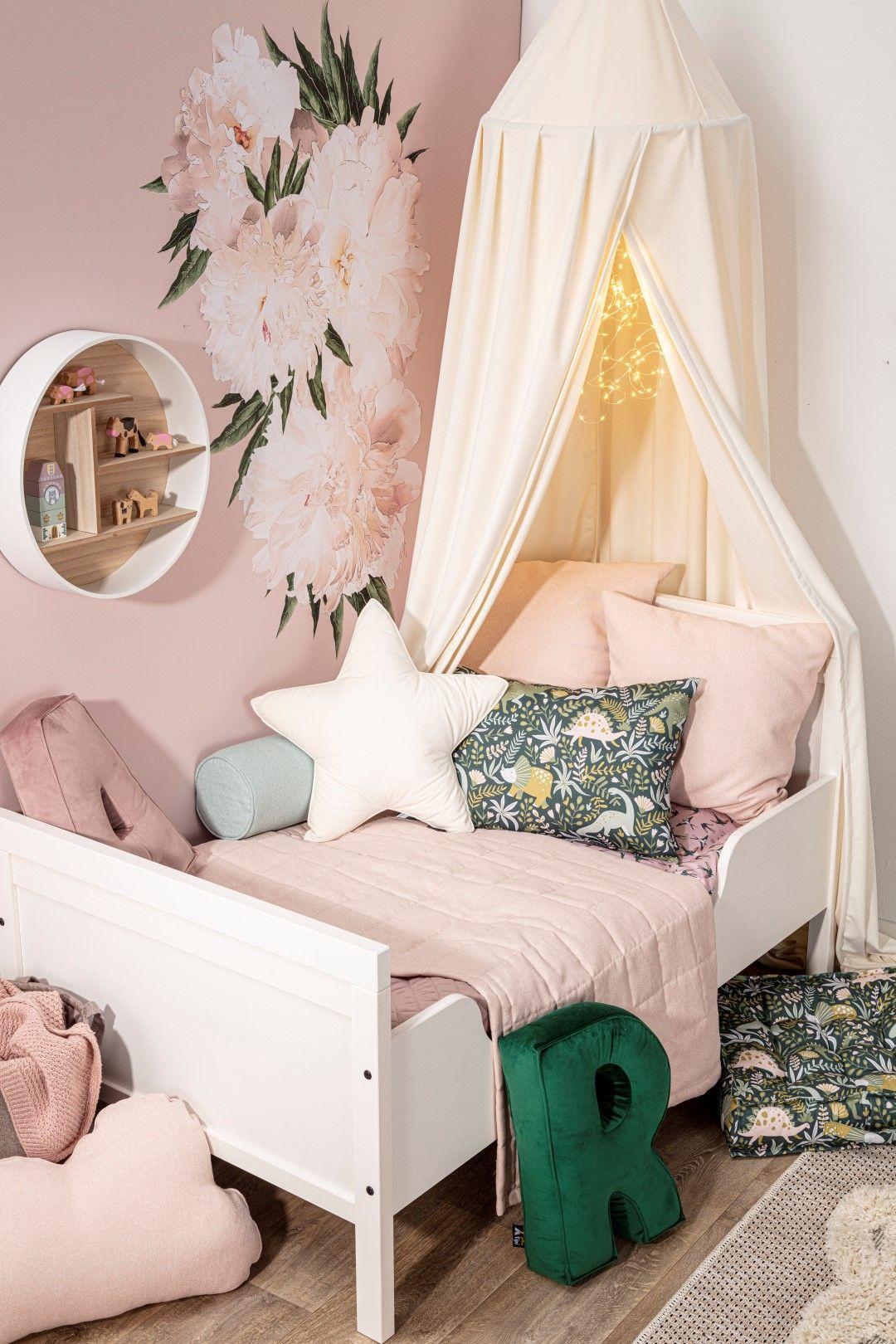 Kwiaty W Pokoju Dziewczynki Flowers In The Girl S Room Small Girls Bedrooms Home Decor Girls Bedroom