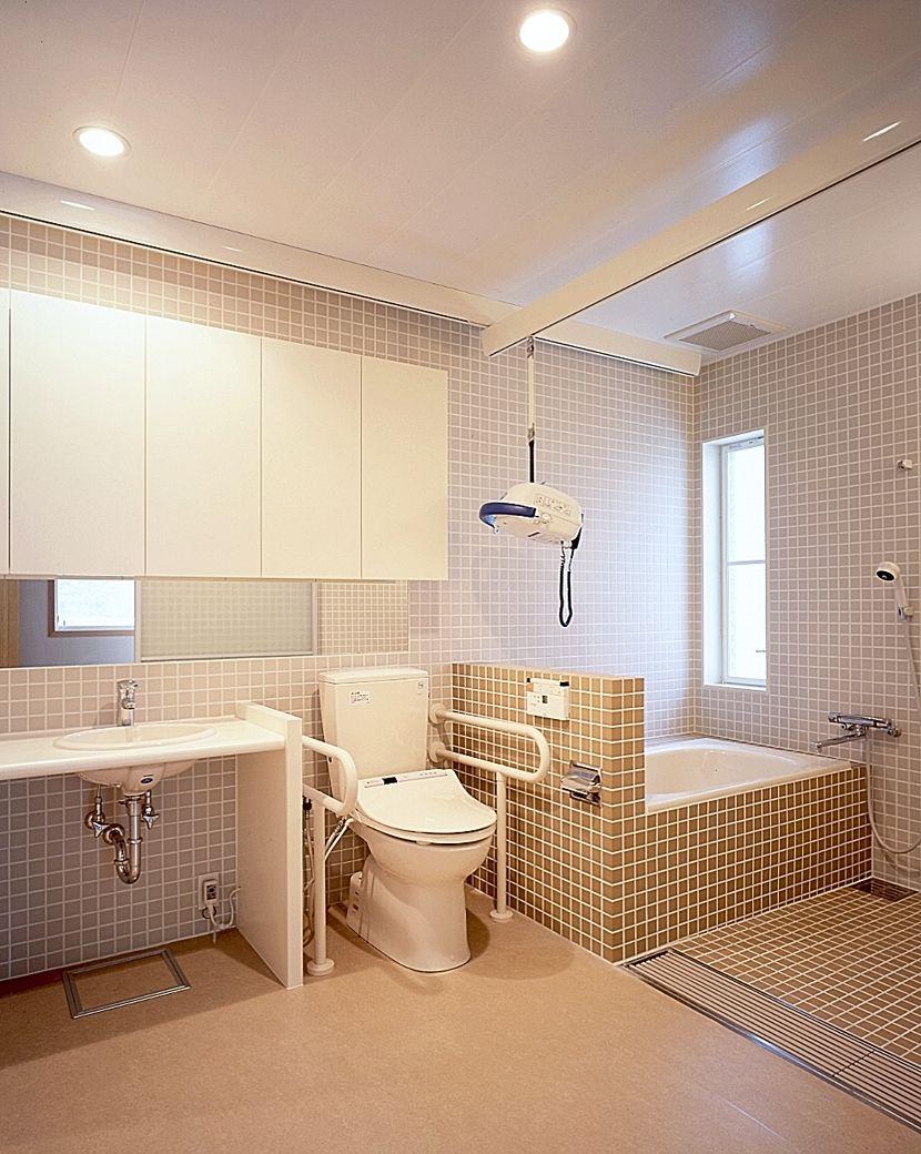 洗面 トイレ 浴室を一室にまとめバリアフリー化 専門家 が手掛けた