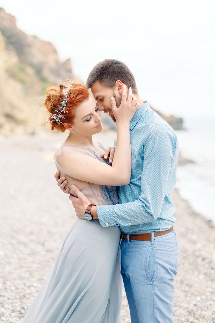 Bride and groom on the beach | fabmood.com #weddingphoto #musttakephoto #weddinginspiration #weddingportraits