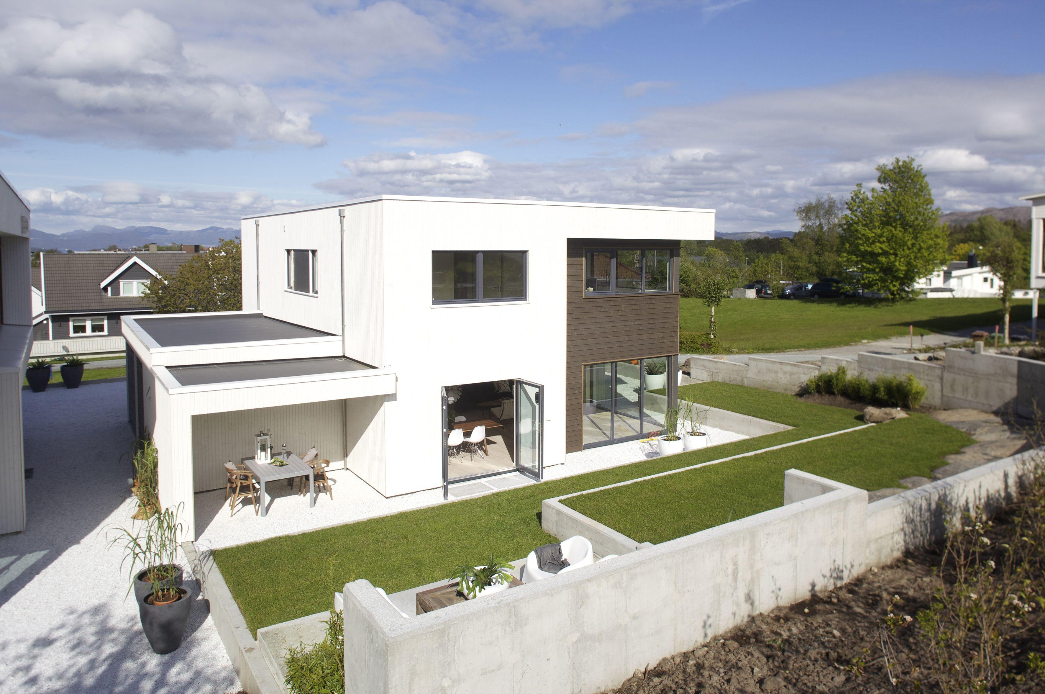 Urbanhus fasade hvit kleding brun kubistisk funkis for Funkis house