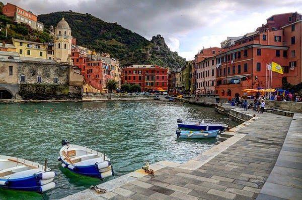 Majestic View in Cinque Terre Riomaggiore Italy (2)  #travelington #travel #traveling #vacation #destinations #travelguide #beach #mount #island #tours #bali #lombok #asia