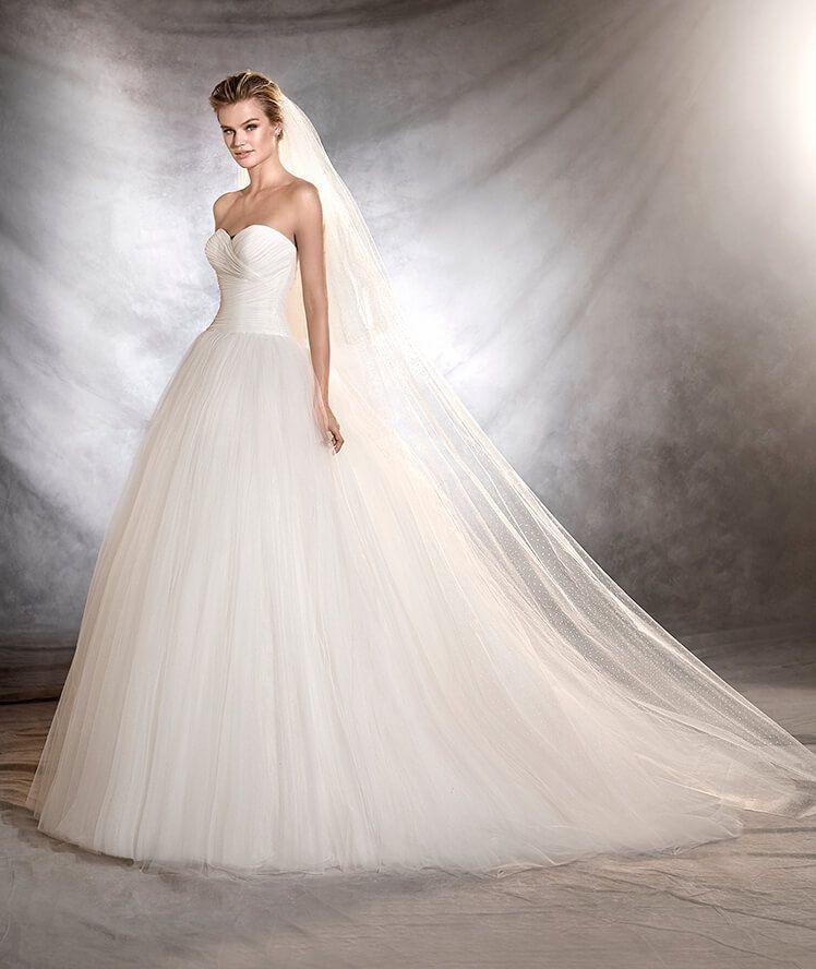 ozana - vestido de novia de estilo princesa y escote corazón | velos