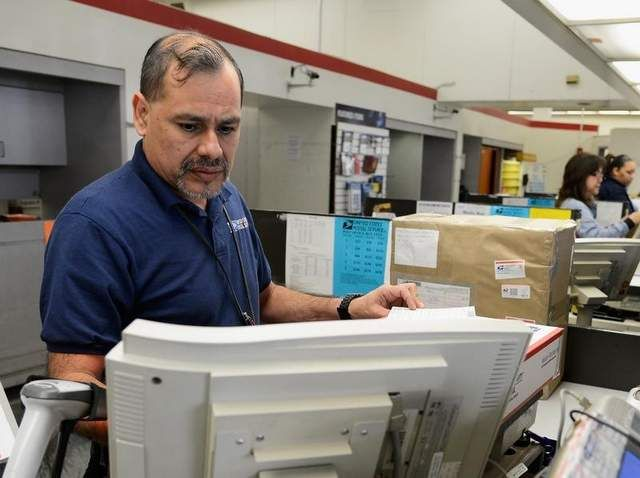 U.S. Postal Service forges ahead on job cuts, plant closures  (Federal Times 28 August 2014)