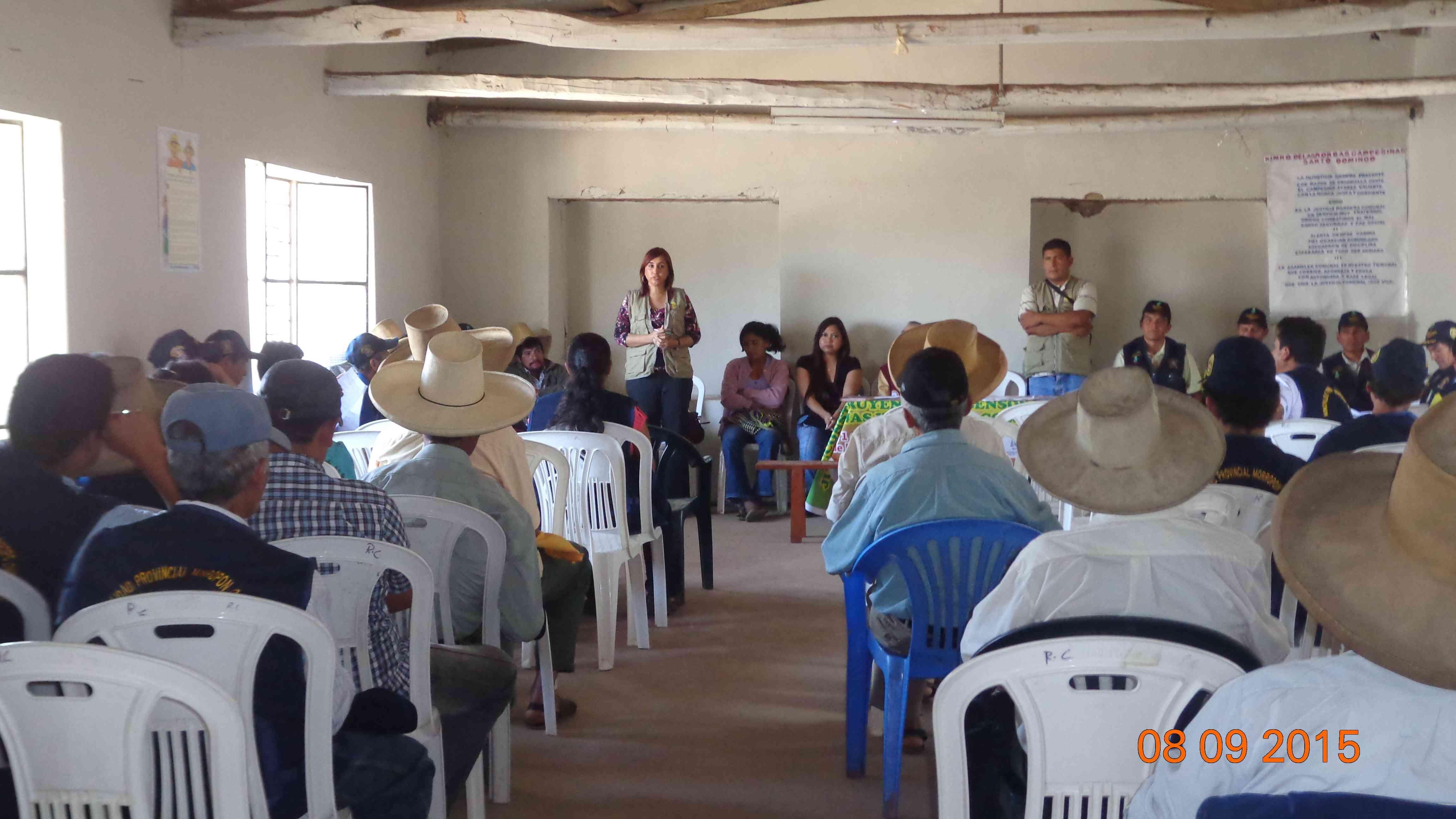 *CHARLA EN SANTO DOMINGO* La Abg. Olga Soledad Trelles Martino, La Gerente Regional Saneamiento Físico Legal de la Propiedad Rural- PRORURAL, participando en la reunión del comité Central de Rondas Campesinas del Distrito de Santo.