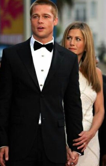 Brad Pitt And Jennifer Aniston Should Still Be Together Angelina Barf Brad Pitt And Jennifer Brad Pitt Brad Pitt Jennifer Aniston