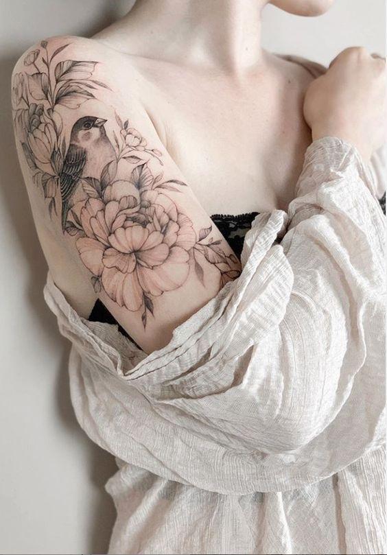 Photo of 43 belles idées de conception de tatouage de fleur de Penoy pour femme de mode – Page 5 sur 43 -… Tatouage Schulter #flowertattoos – conceptions de tatouages de fleurs