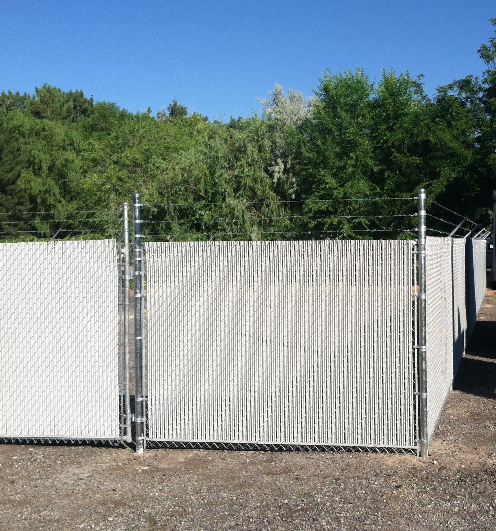 3 Strand Barbed Wire Chain Link Fence with White Privacy Slats ...