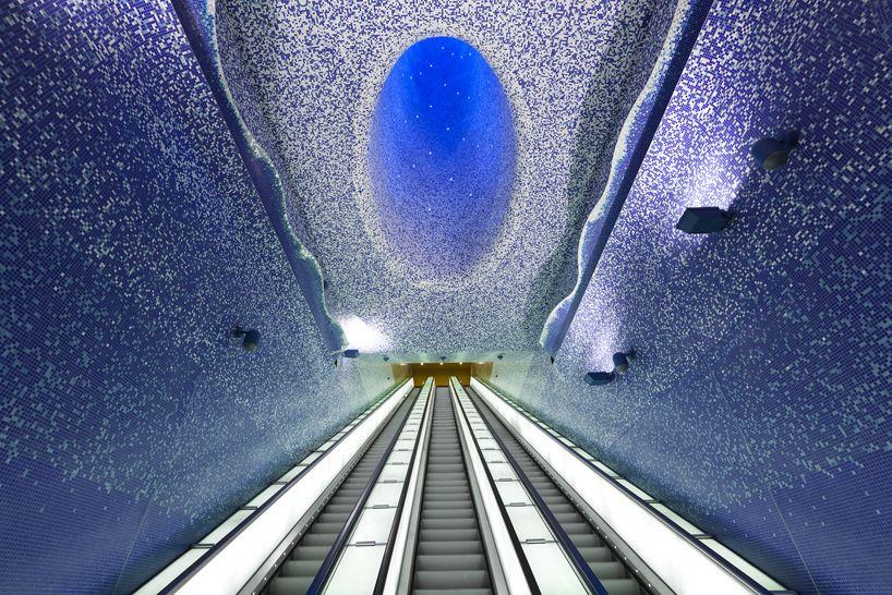 Estação de metrô Toledo, Napoli. Por Oscar Tusquets Blanca