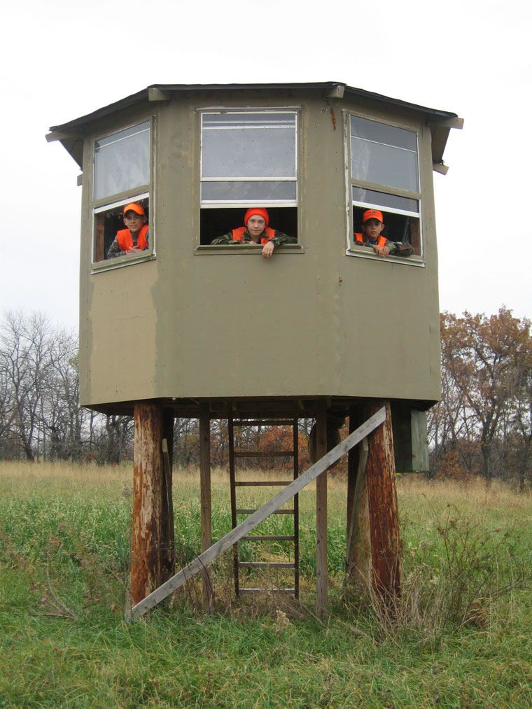 Hunting blind more like house lol hunting pinterest for Building deer blind windows