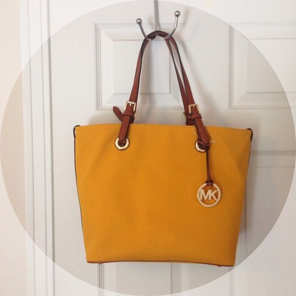 69ec4fea93c2 Michael Kors Two Way Tote Wear this two ways! (shown in pics) Gorgeous