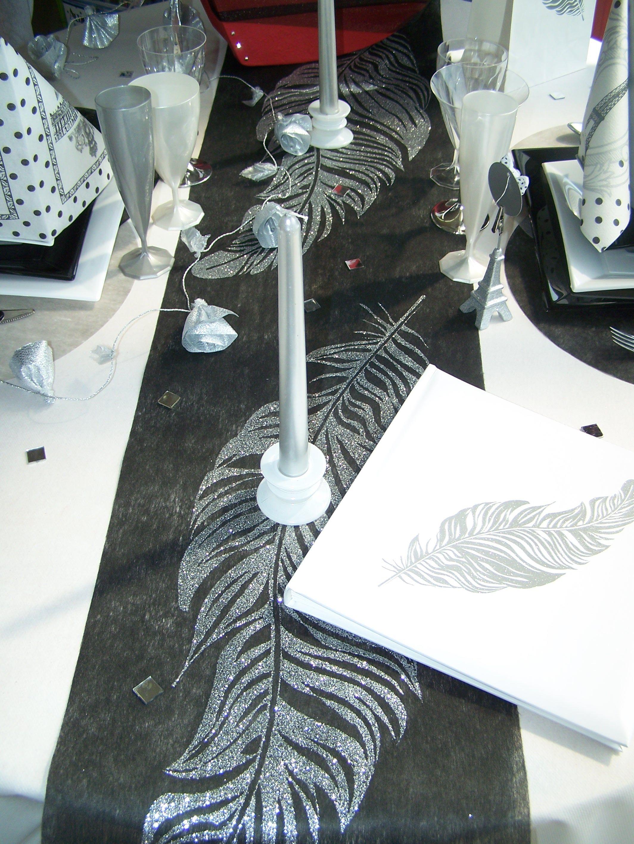 décoration de table noire, blanche et argent. peut convenir pour le