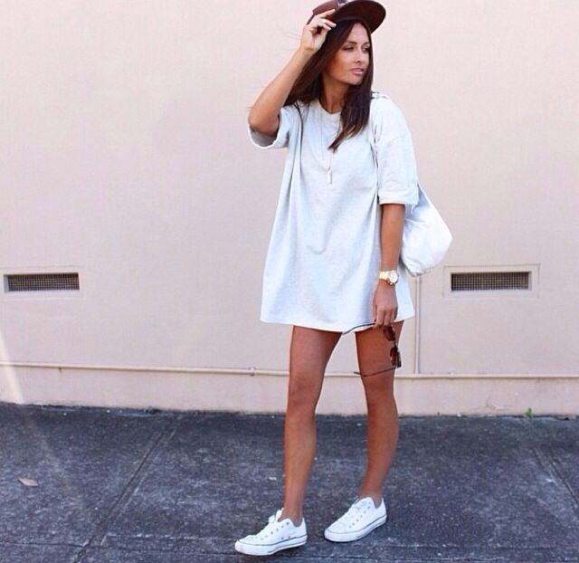 42d170d0cb41 Love this T shirt dress and converse combo for a laid back look ...