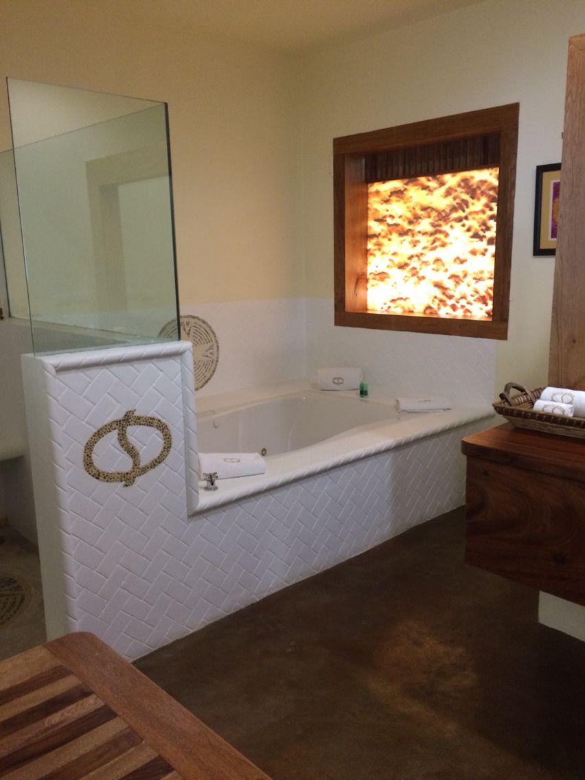 Bathroom with jacuzzi. | Decoracion de interiores ...
