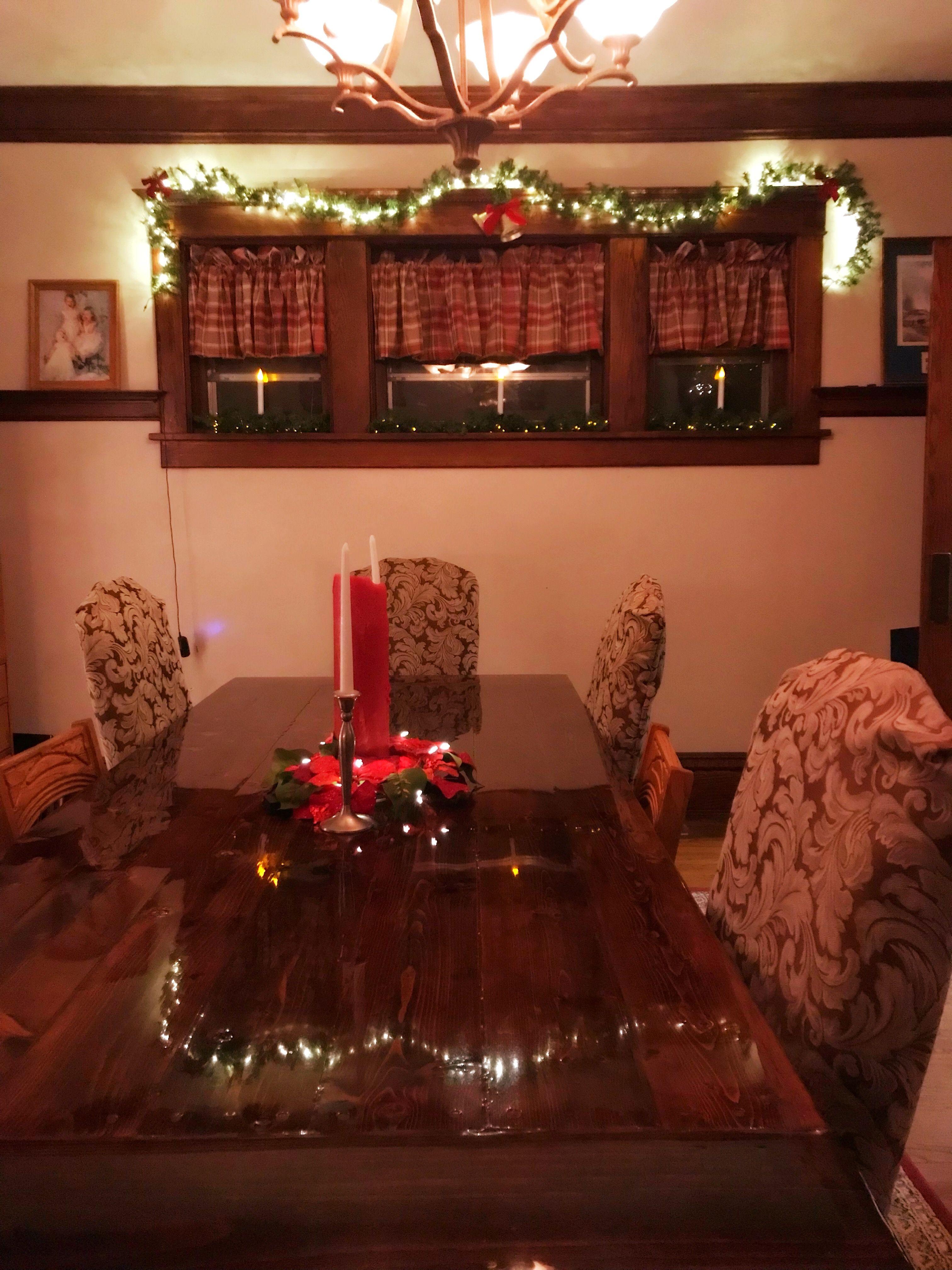 Christmas dining room, Christmas decorations, traditional Christmas ...