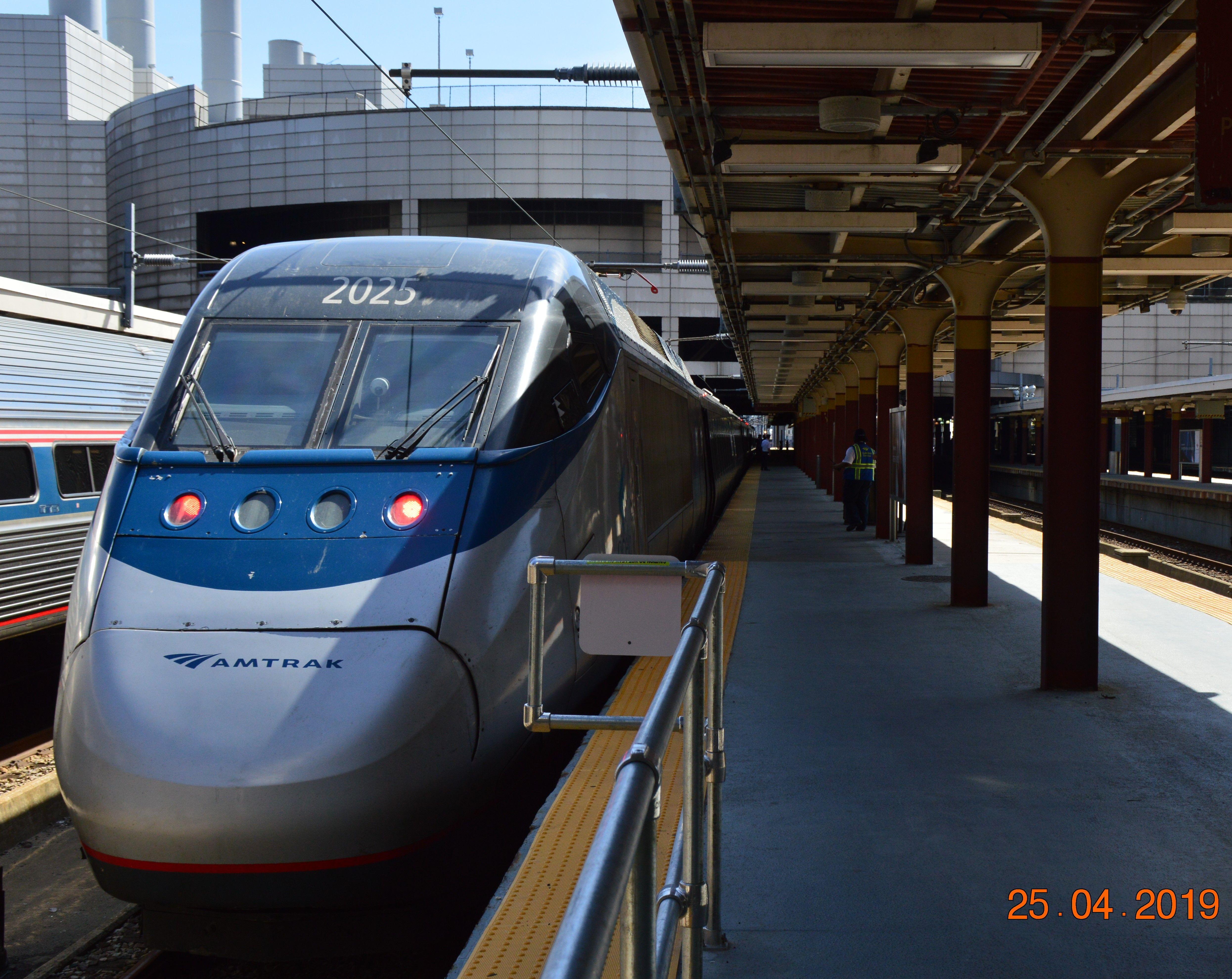 Boston Ma South Station 25 4 2019 Train Acela Train Station