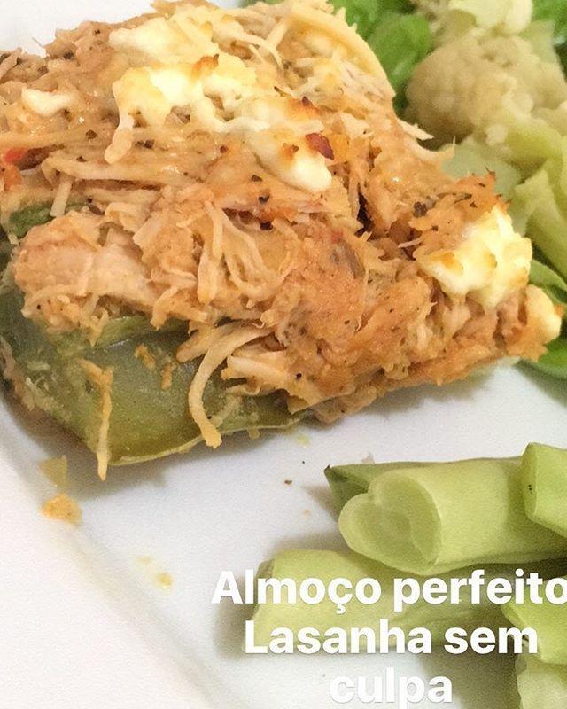 Direto da store para feed! Almoço de domingo! Perfeito 😻 Legumes, salada e lasanha de abobrinha que apaixonei ❤️ LASANHA DE ABOBRINHA - 1 abobrinha cortada no sentido…