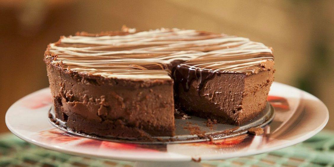 עוגת גבינה עם שלושה שוקולדים קרין גורן Recipe Cheesecake Factory Cakes Triple Chocolate Cheesecake Desserts