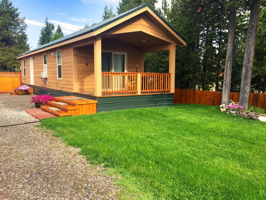 Alpine West Cabin! Minutes From Down Town and YNP!! West