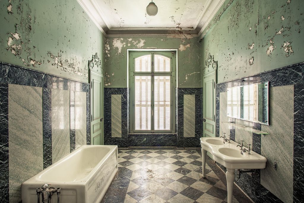 Resultado de imagen para salle de bains chateaux art deco