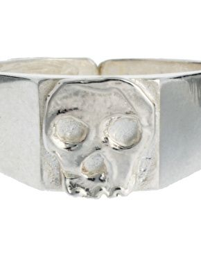 Daisy Knights Skull Ring